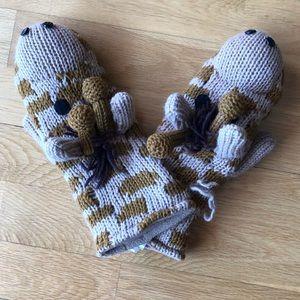 Cutesy giraffe mittens!